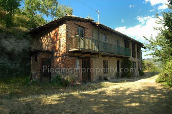 3 bedroom farm house for sale in Piedmont Cuneo Santo