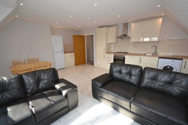 sofa beds reading berkshire casters for legs 3 bedroom apartment to rent in cotehouse wokingham road earley
