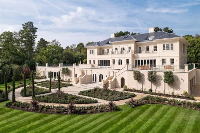 8 bedroom detached house for sale in Windlesham Court