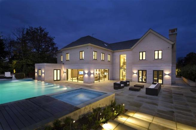 8 bedroom house for sale in Newlands Avenue Radlett