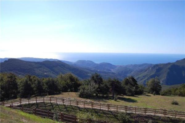 5 bedroom farm house for sale in Liguria Savona Finale
