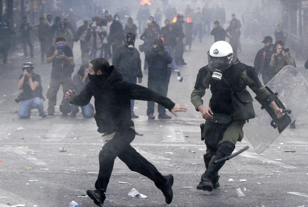 greece_riots_101911_01.jpg