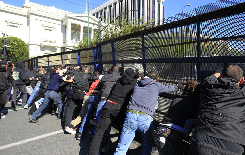 greece_riots_101911_04.jpg