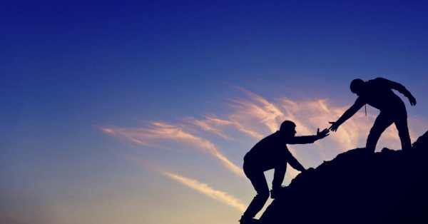 24923 men helping climb hand arm.1200w.tn - Apakah Kamu Termasuk Cowok Yang Ga MADESU? Cek Ciri-Cirinya di Sini!