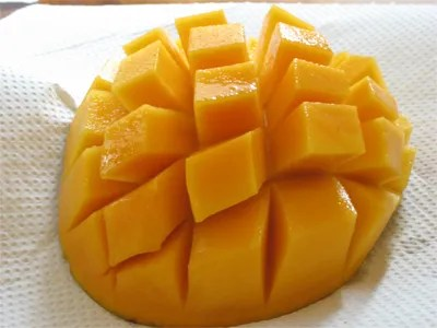 Image of sliced ripe mango borrowed from another site. I spent one day and one night at Nigellas site looking for the spectacular first post I read from Nigella