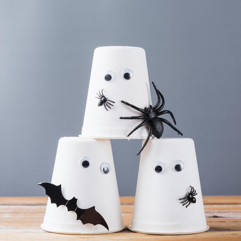 spökspel med muggar