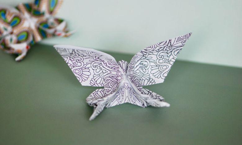 vika fjärilar i papper