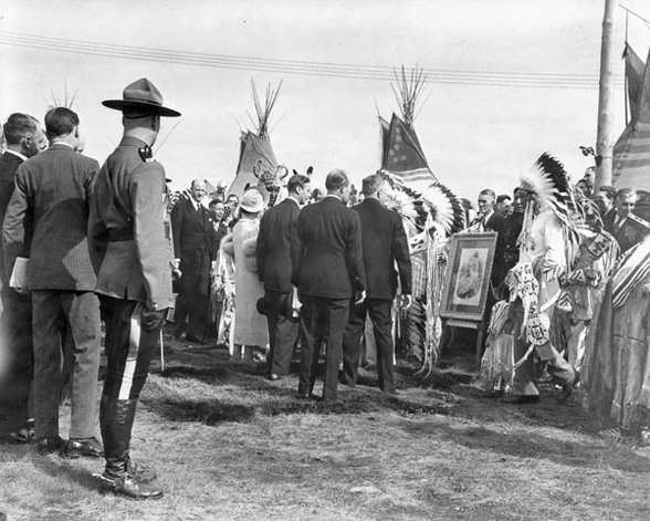 Their_Majesties_greet_chieftains_of_the_Stoney_Indian_Tribe,_who_have_brought_a_photo_of_Queen_Victoria