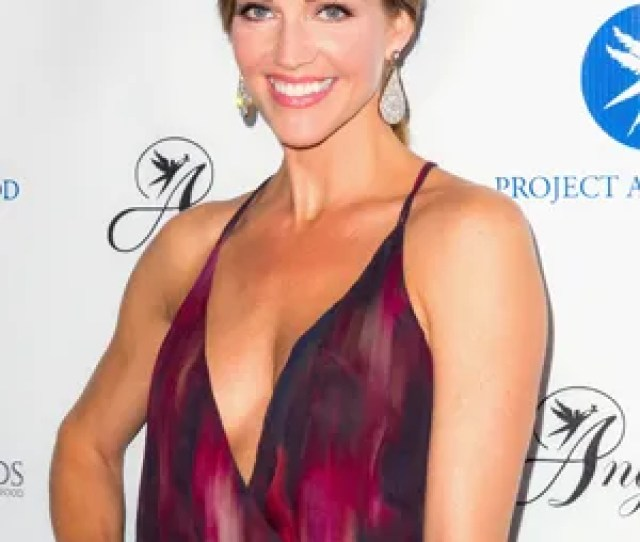 Killer Womens Tricia Helfer On Mixing Up Workouts Fake Meat And The Winter Sport Shes Never Tried