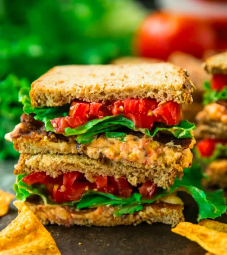 Pimiento Cheese BLT Sandwiches from Kim's Cravings