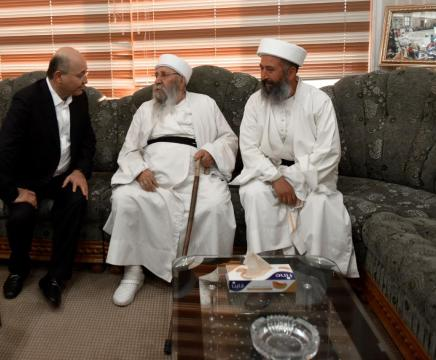 """الرئيس العراقي يعزي بوفاة """"بابا الشيخ"""": له دور فطن بقضية الناجيات الايزيديات thumbnail"""