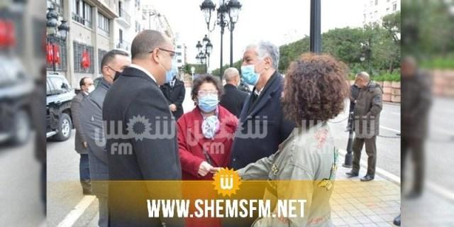 أمام مقر الداخلية: المشيشي يُحيي راضية النصرواي بمناسبة الذكرى العاشرة  للثورة