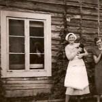 Mor Hilda Lindström med mellandottern Stens, f 1922.