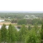 Utsikt över bron över älven mot Bodträskfors.