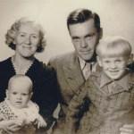Abel Mikaelssons dotter Linnéa 1914-74 och Adrian Eriksson 1915-93 med barnen Ulla-Britt f 1942 och Alf f 1937.