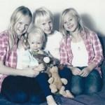 Ulla-Britts barnbarn; Patricks barn Emelie f 2000, tvilingarna Alva och Alexander f 2003, Ulrikas lille son Charlie f 2010.