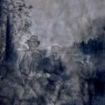 Bland skuggorna kan anas Abel Mikaelsson med sin gode vän Ernst Backman 1894-1960 från Hapträsk.