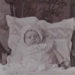 Lilly Edman 1907-1973, här 2 månader, strax efter sin faders död.