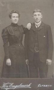 Petter Nordkvist med sin första hustru Severina Lundberg. Petter var bror till Hilda Mikaelsson f Nordkvist.