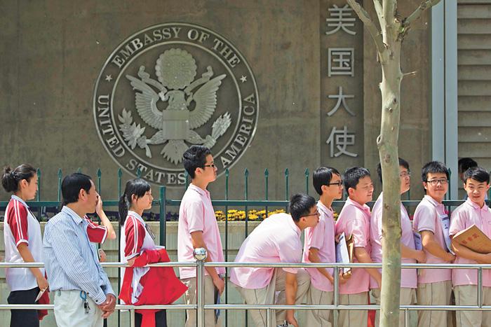 美簽證政策越來越緊 中國留學生返校受阻
