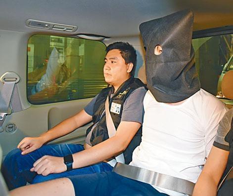 涉圍警總襲警員 兩人被捕