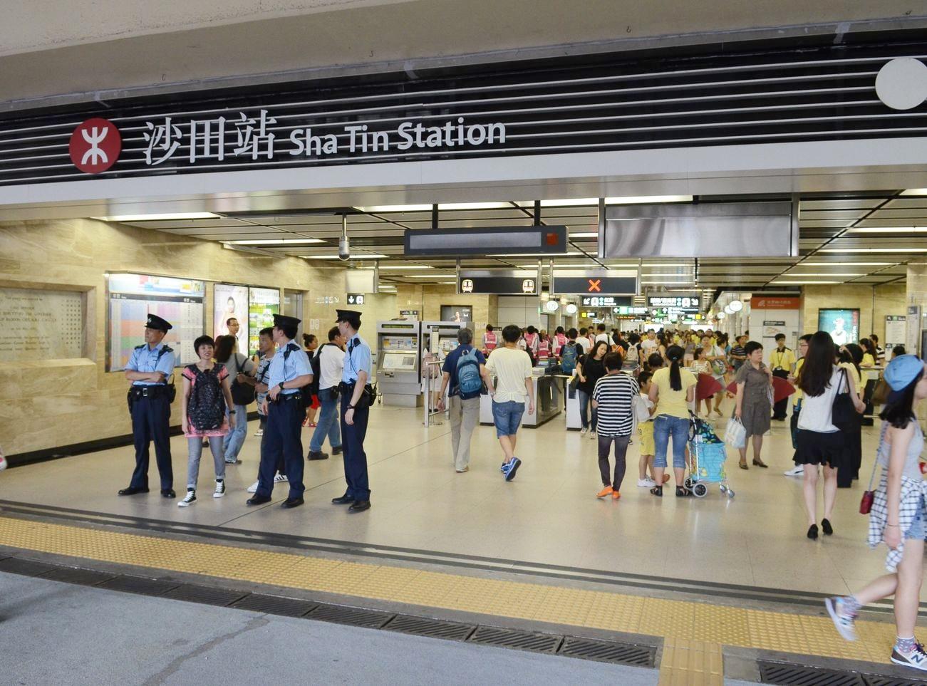 港鐵沙田站3號月臺有人進入路軌 列車服務受阻