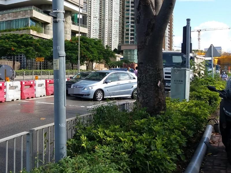將軍澳環保大道私家車相撞 往工業邨方向一度全線封閉