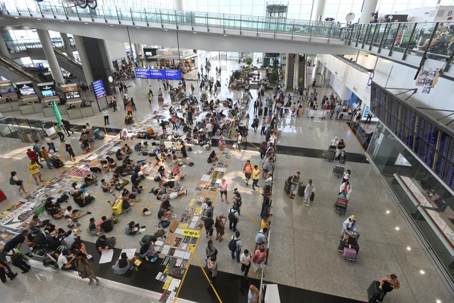 「機場和你lunch」僅1人參加 遭保安帶走離開   多倫多   加拿大中文新聞網 - 加拿大星島日報 Canada Chinese News