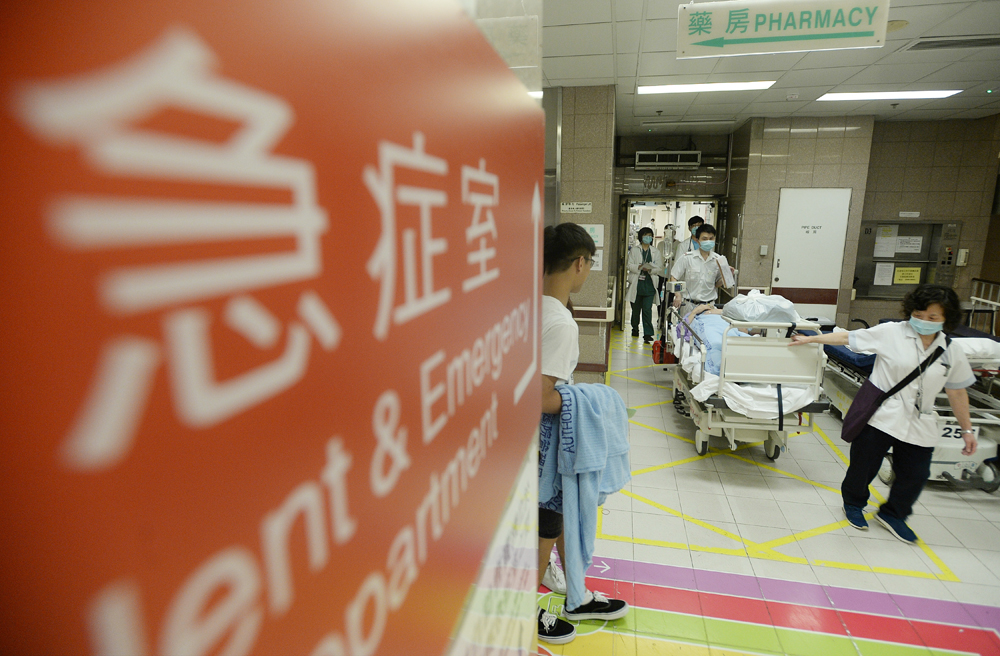 西沙路4車串燒 鐵騎士受傷送院   多倫多   加拿大中文新聞網 - 加拿大星島日報 Canada Chinese News
