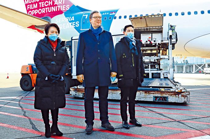 塞國總統親自迎接中國疫苗 | 多倫多 | 加拿大中文新聞網 - 加拿大星島日報 Canada Chinese News