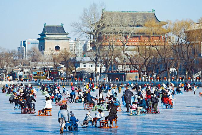 什剎海上享冰趣 | 多倫多 | 加拿大中文新聞網 - 加拿大星島日報 Canada Chinese News