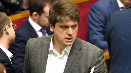 Секретарь парламентского комитета по вопросам национальной безопасности и обороны Иван Винник опубликовал факты злоупотреблений бывшим министром обороны Украины Анатолием Гриценко.