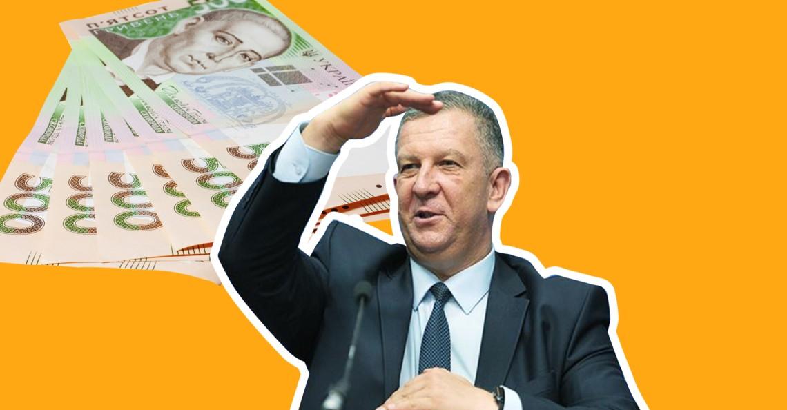 Міністр соціальної політики Андрій Рева заробив у квітні 122 тисячі гривень, включаючи премію, відпускні та матеріальну допомогу.