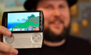 Minecraft Pocket Edition släpptes först till Xperia Play som en tidsexklusiv titel.