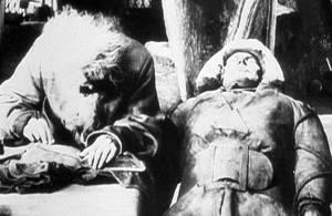 Rabbi Löw väcker liv i en golem från filmen Der Golem från 1920.