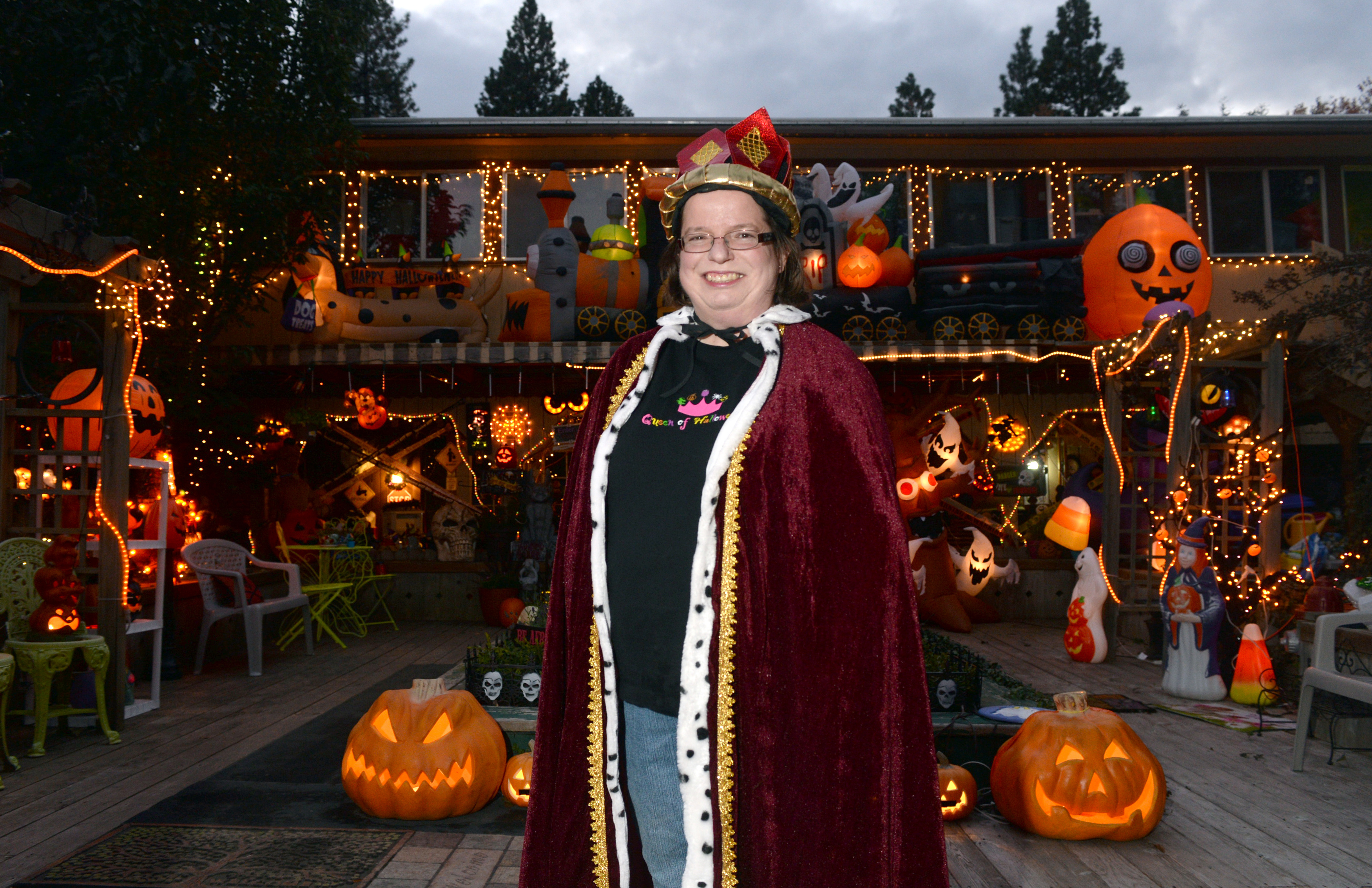 Chris Sheppard Dons Only One Costume On Halloween, A Robe, Crown And  Sweatshirt Reading