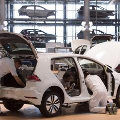 Electric Motor Manufacturer Volkswagen E Golf One Way Wiring Diagram Light Switch Diagrams To Pay 2 8 Billion In Us Diesel Emission Scandal The Employees Assemble An Car During Official Production Start