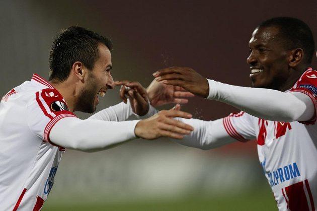 Милан Гайич из Белграда (слева) после гола в ворота Либереца.
