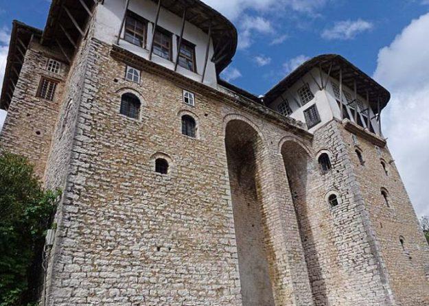 Traditionellt hus. Gjirokastra (U)
