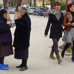 Kvinna med blå skor. Korca