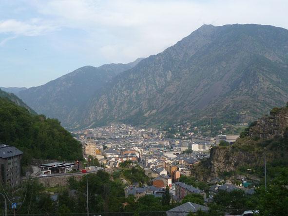 Vy över staden. Andorra la Vella