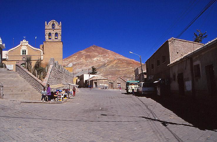 Vy över berget Cerro Rico. Potosi