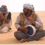 Musicerande beduiner. Gula Öknen