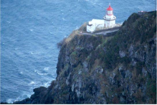 Fyr på klippa. Nordeste