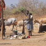 Klädtvätt i byn Auchubunyor