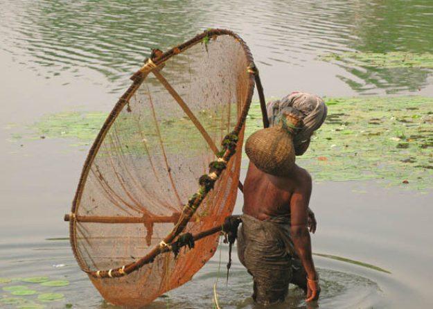 Fiske med håv. Bishnupur