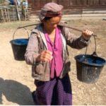 Kvinna med ämbar. Ban Chongcha