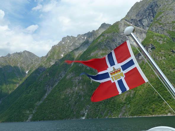 norge-vestlandet-hjorundfjorden_01