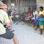 Turister möter lokalbefolkning!