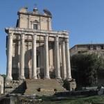 Kyrkan Antoninus Pius och Faustinas Tempel. Forum (U)